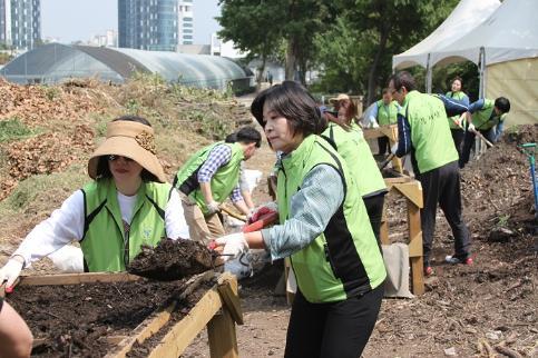 환경사랑 실천을 위한 서울숲 봉사활동 실시